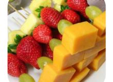 wellsville_cheese_fruit_kebabs